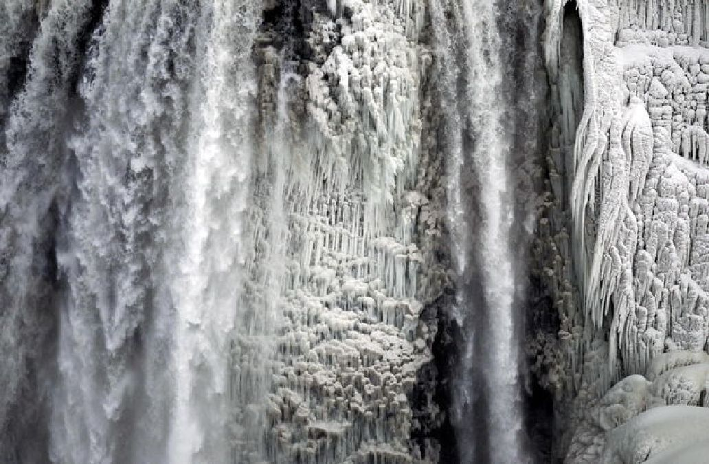Il a fait si froid que les chutes du Niagara ont gelé