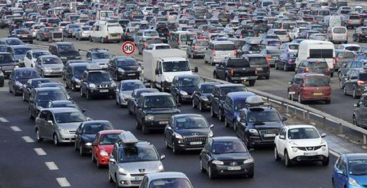 Le ministère des transports affirme qu'il n'y aura pas de nouvelle vignette automobile pour financer l'entretien des routes