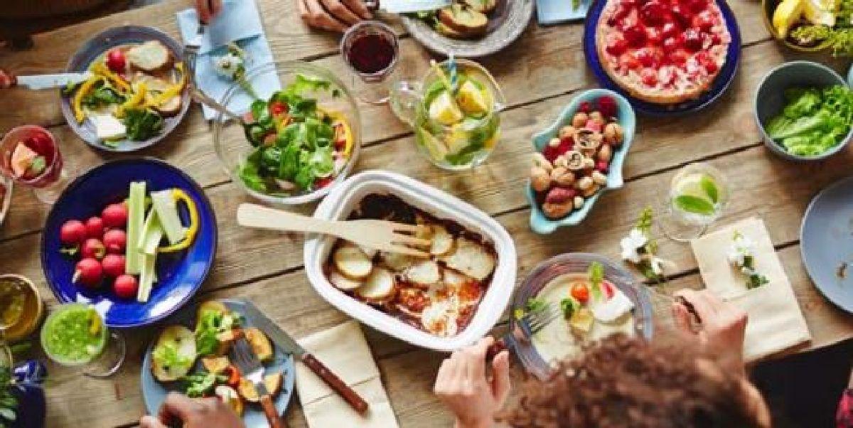 Voici les quantités de boissons et de nourriture que vous devez prévoir pour un buffet !