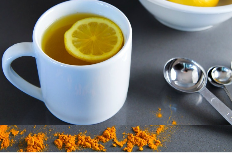 Détox quotidienne : Pourquoi  l'eau de citron chaude avec du curcuma ?