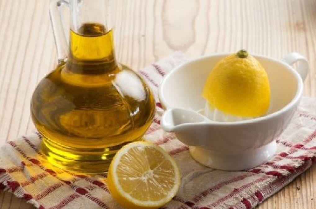 Mélanger une d'huile d'olive avec du jus de citron pour traiter ces  problèmes de santé