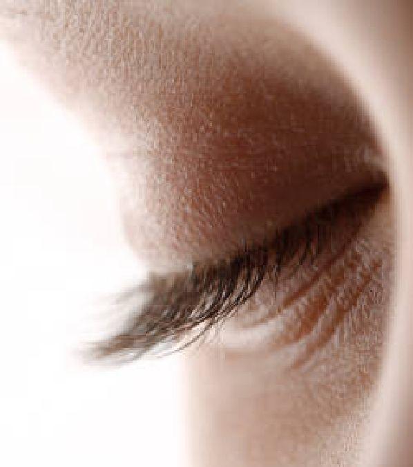 Pourquoi l'homme cligne-t-il des yeux 30 000 fois par jour?