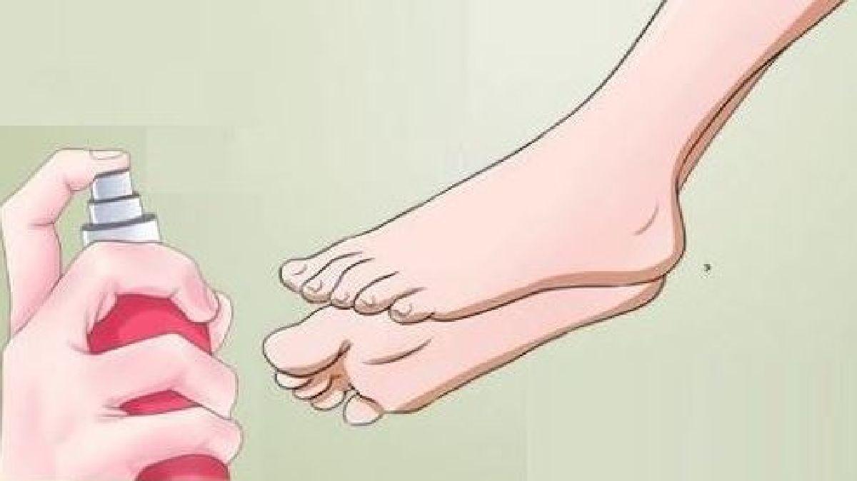 Vaporisez ces 3 huiles essentielles sur vos pieds 10 minutes avant de vous coucher pour retrouver le sommeil
