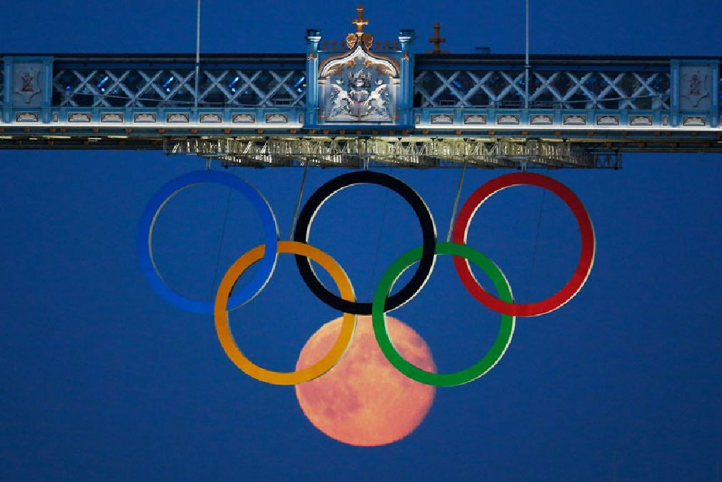 full-moon-olympic-rings-london-bridge-2012
