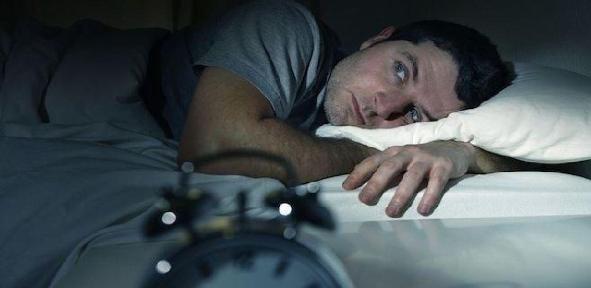 Vous vous réveillez chaque  nuit à heure fixe ?voici la cause de votre problème.