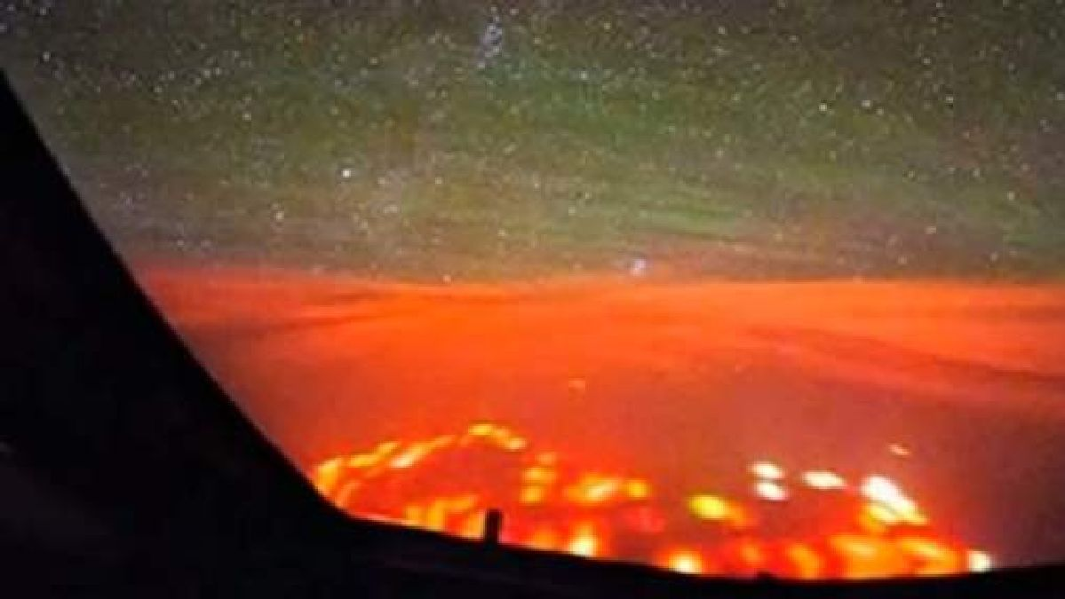 But what are these strange red lights observed in the Pacific by a Dutch pilot?