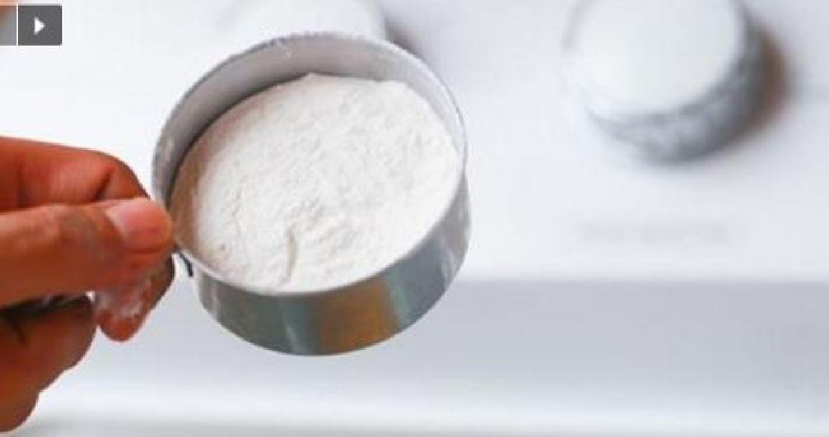 mettez du bicarbonate de soude et du peroxyde d'hydrogène dans