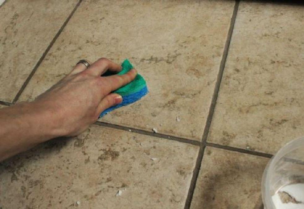 Voici comment nettoyer vos joints avec ce nettoyant naturel