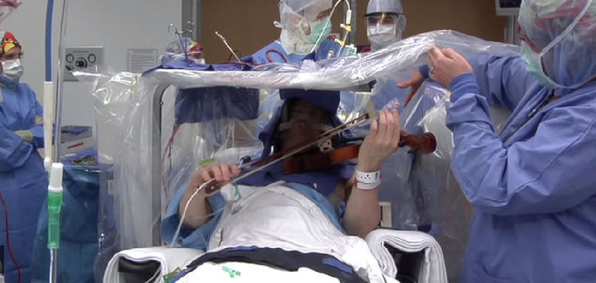 Incredible: He plays the violin during his brain operation