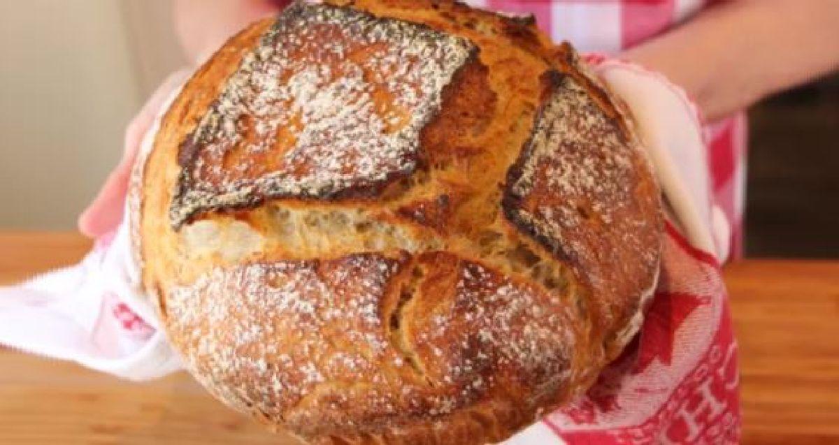 Une recette de pain maison très facile à faire avec 5 ingrédients !