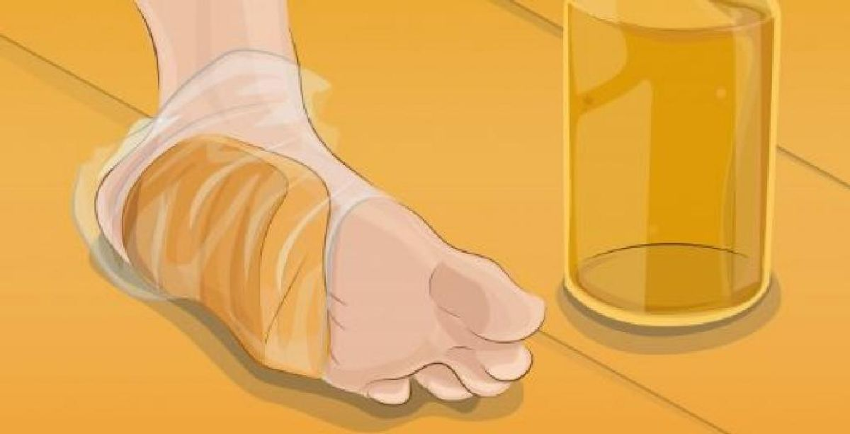 She puts a slice of bread under her foot: it looks disgusting, but when you know why, you would do the same!