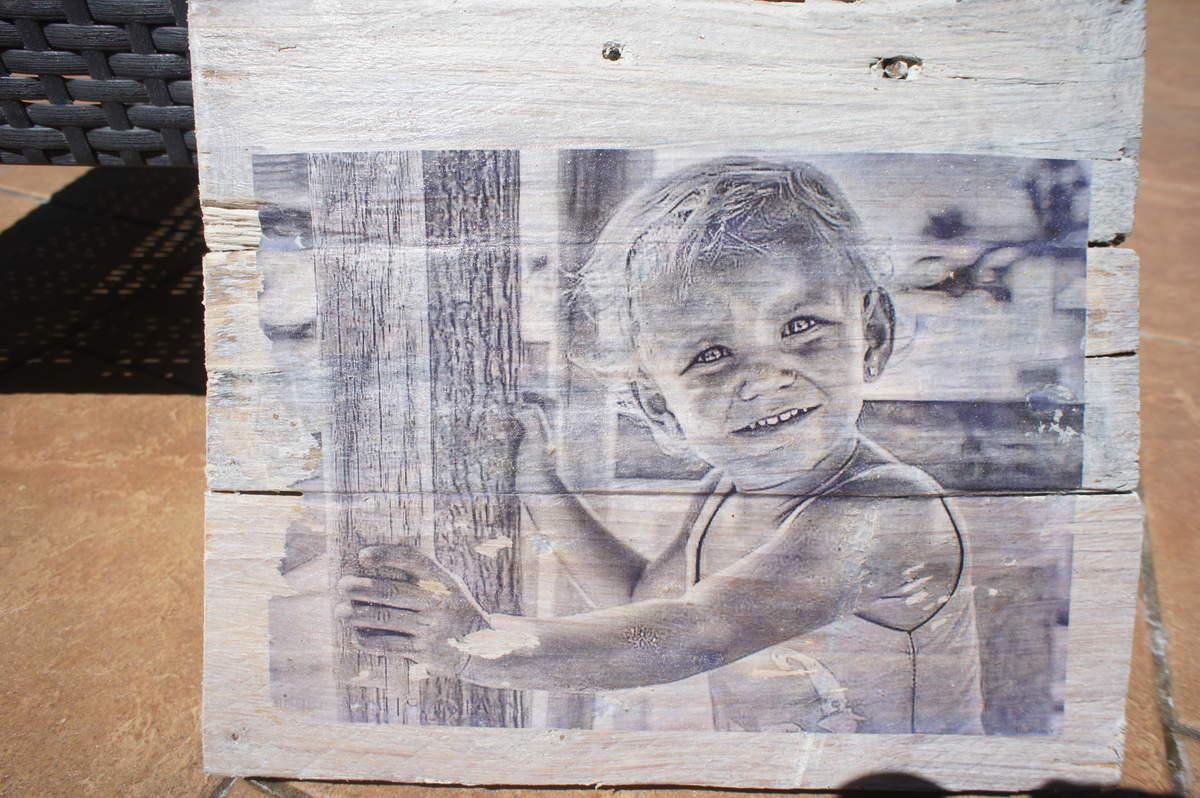 savez vous que vous pouvez transf rer vos photos pr f r es sur du bois. Black Bedroom Furniture Sets. Home Design Ideas