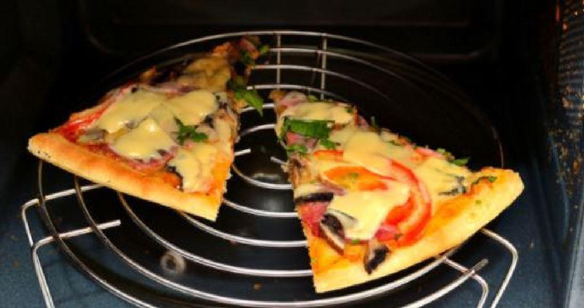une astuce pour r chauffer votre pizza au micro ondes sans qu elle ne soit caoutchouteuse. Black Bedroom Furniture Sets. Home Design Ideas
