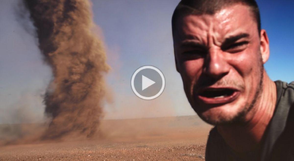 Malgré le danger, un homme complètement fou s'approche d'une énorme une tornade pour…