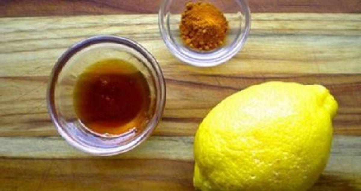 pourquoi vous devez boire de l eau chaude avec du citron et du curcuma. Black Bedroom Furniture Sets. Home Design Ideas