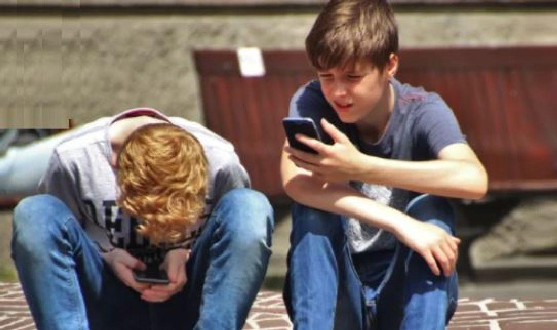 Plus de téléphone portable dans les écoles et les collèges à la rentrée 2018